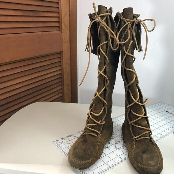 Minnetonka Font Lace Moccasins Women s Boots. M 5a8284623afbbdde26652729 23036643e